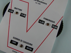 Cartello orari negozio in PPL fustellato pubblicizzabile